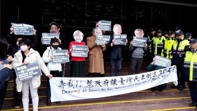 Photo of 兩公約國際專家審查促同婚 反同婚團體扮五元首抗議