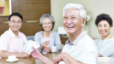 Photo of 享受快樂老年生活 研究:老友比家人更重要