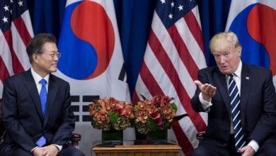 Photo of 川普訪南韓強調廢核為首要任務 籲北韓上桌談判
