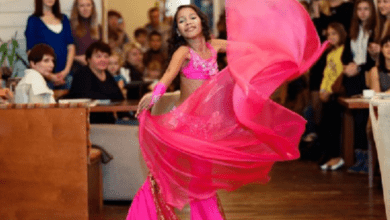 Photo of 昔日棄嬰今成「俄國最美女孩」 12歲女童舞出自信人生