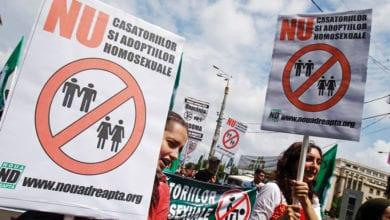Photo of 歐盟法院判同性伴侶合法居留權 羅馬尼亞力推「一夫一妻」公投