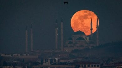 Photo of 相隔152年天文奇觀 全球瘋追「超級藍色血月」 各國照片集錦