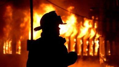 Photo of 被殘酷對待的底層英雄 披著一燃就著的防火服…走進火場