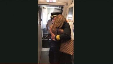 Photo of 美國媽媽搭機探望機師兒 一上飛機驚見駕駛竟是「他」