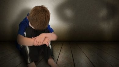Photo of 受託照顧2歲童 男嫌吵竟用愛的小手虐打致死