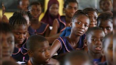 Photo of 貧窮、交通不便!逾6成肯亞少女被迫以性換取「衛生棉」