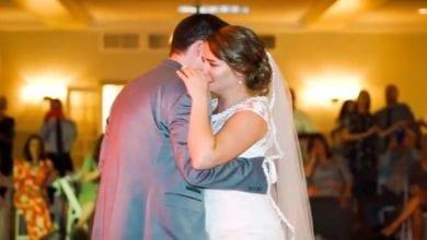 Photo of 美新娘婚禮父親缺席 5兄長「這樣做」讓她淚崩