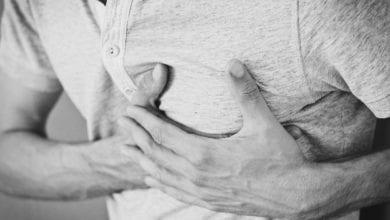 Photo of 胸痛莫輕忽 游泳健將心肌梗塞險奪命