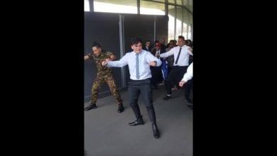 Photo of 紐西蘭17歲男孩自殺身亡 好友強忍悲慟以「哈卡舞」送別