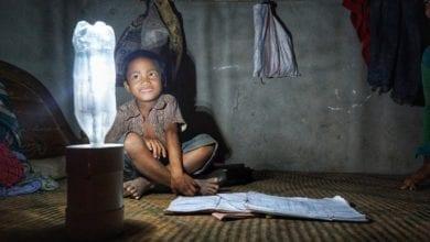 Photo of 照亮家庭的未來!「一公升的光」點亮貧民窟