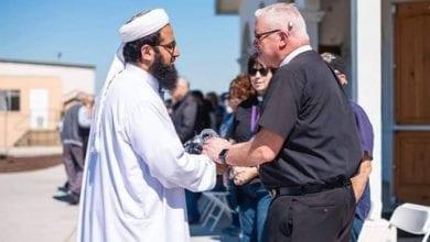 Photo of 紐西蘭清真寺槍擊案後 基督徒主動保護並為穆斯林禱告
