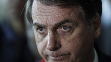 Photo of 巴西總統開記者會坦承確診 下秒「脫口罩」說:我肺很漂亮!