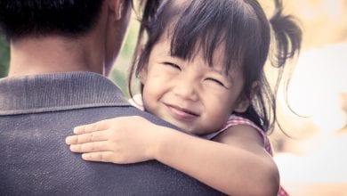 Photo of 女童落寞問:叔叔可以當我爸爸嗎?人夫暖回被網讚翻