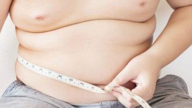 Photo of 她不吃蛋黃、海鮮膽固醇仍飆高 醫:「這些食物」不要碰
