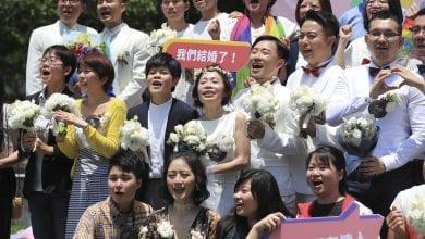 Photo of 同婚專法上路!課本來不及印 老師「自己教」惹爭議!