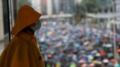 Photo of 2019年10月7日各報新聞重點彙整 主題新聞:港「禁蒙面法」第二天 民眾冒雨抗爭