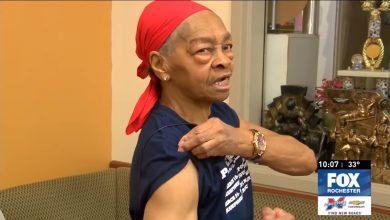 Photo of 警察搶著跟她合照! 歹徒硬闖家門 美82歲筋肉阿嬤徒手打趴