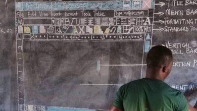 """Photo of 沒電腦用""""手繪""""教「word」 非洲教師:我愛我的學生,這是我想到最好的方法!"""