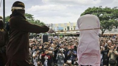 Photo of 因婚前性行為遭鞭刑100下 印尼男子痛暈叫醒繼續打