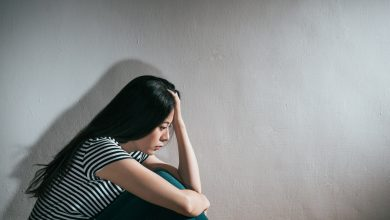 Photo of 一生陰影!國小遭鄰居噁心阿公猥褻 高中時偶遇她嚇到自殘…