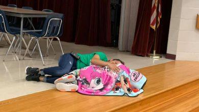 Photo of 女老師耐心躺地上陪自閉症童安撫情緒 母感激:她是天使