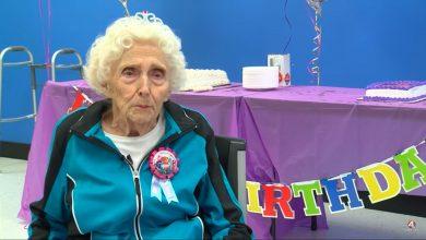 Photo of 美人瑞逛大賣場被請進「房間」 驚見104歲生日派對感動落淚!