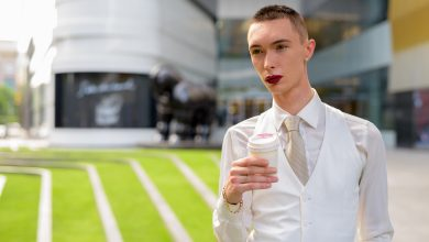Photo of 星巴克啟動跨性別活動 反對者轟:鼓吹年輕人變性