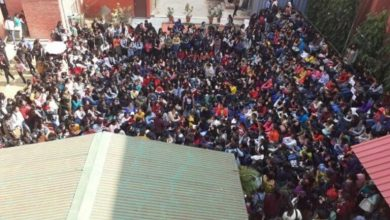 Photo of 警方保全冷眼旁觀! 印度近千男子翻牆入女子學院 毆打性侵猥褻女學生