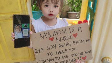 Photo of 女童見不到護理師媽!舉牌淚求大家好好待在家「幫幫她」