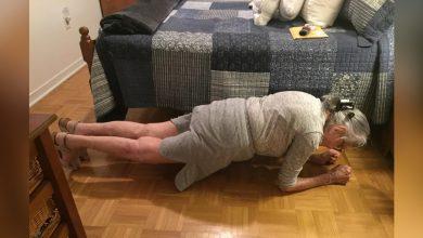 Photo of 人瑞嬤做棒式運動30秒驚豔網友 孫揭勇事:14歲跳橋救人、99歲戰勝癌症
