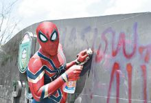 Photo of 能力愈大,責任愈大:印尼蜘蛛人成「掃街」英雄!