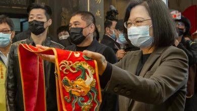 Photo of 蔡英文參加青山宮拜拜「今天我們都是艋舺人」  民怨:總統一定住在離萬華很遠的地方